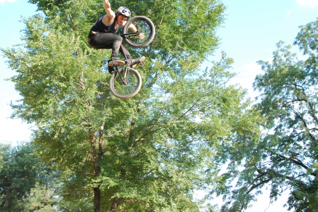 After taking 2nd in Expert Park, Dan Pirwitz boosted this tuck no hander at height in Expert Dirt.