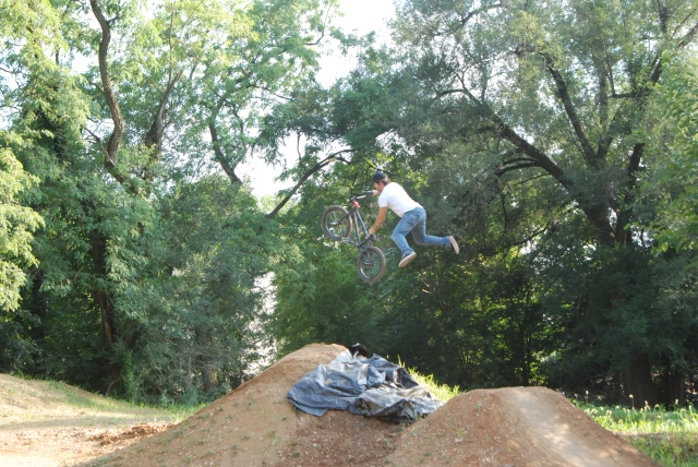 Chuck Weir with a superman seatgrab over the last set in Expert Dirt.