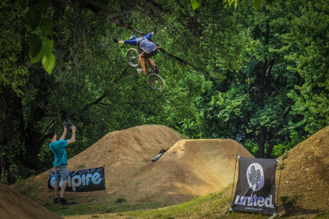 Can You Dig It was on hand to film the action including this no hander by Evan Smedley.  (Photo: Troy Zeigler / Elevated Visuals)